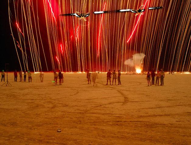 تصاویر آتش بازی اثری از «سایمون رابرتس»