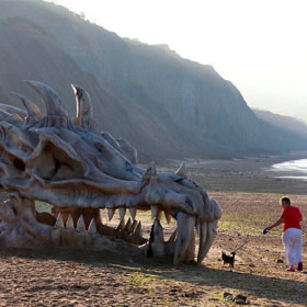 جمجمه اژدهای (دایناسور) غول پیکر در ساحل بریتانی